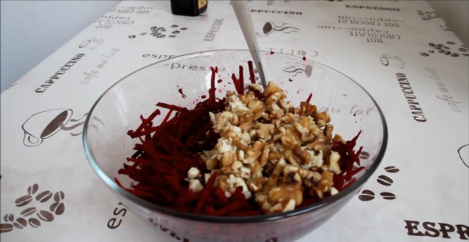 Домашний рецепт салата из свеклы с орехами