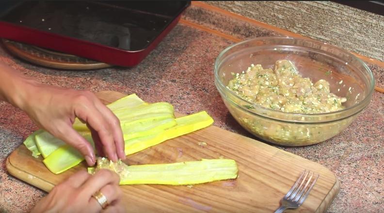 Домашний рецепт диетических рулетов из кабачков