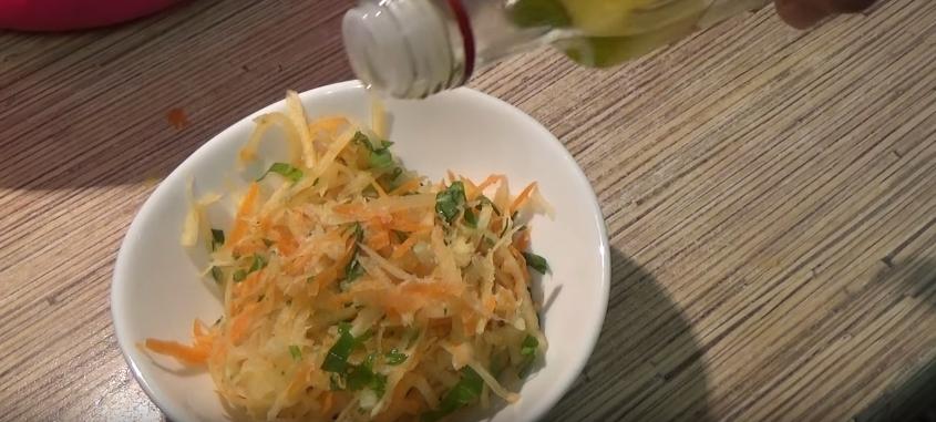 Диетический салат из репы и моркови